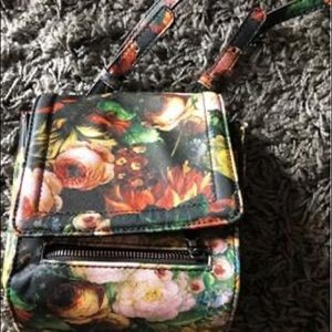 N/WOT Steve Madden Cross Body Floral Nylon Bag